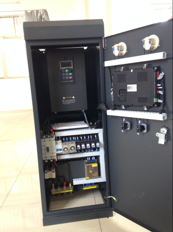 一、基本思路 电气控制柜设计的基本思路是一种逻辑思维,只要符合逻辑控制规律、能保证电气安全及满足生产工艺的要求,就可以说是一种好的的设计。但为了满足电气控制设备的制造和使用要求,必须进行合理的电气控制工艺设计。这些设计包括电气控制柜的结构设计、电气控制柜总体配置图、总接线图设计及各部分的电器装配图与接线图设计,同时还要有部分的元件目录、进出线号及沃森变频器主要材料清单等技术资料。 二、电气控制柜总体配置设计 电气控制柜高梯度磁选机总体配置设计任务是根据电气原理图的工作原理与控制要求,先将控制系统划分为几个